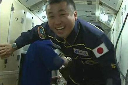 01若田船長ISSに到着
