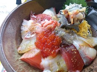 海鮮丼でバンザイ