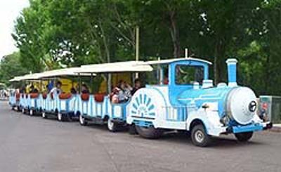 園内周遊アトラクションのバス