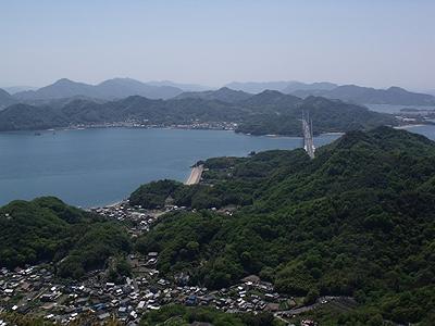 高見山山頂から因島大橋を望む