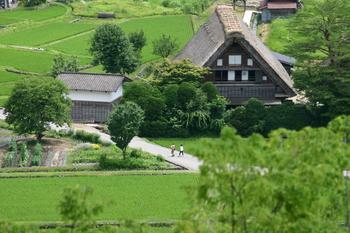 夏休みは白川郷へ遊びに来ませんか? 家族旅行やお友達同士の旅行など、グループ旅行にオススメ ①