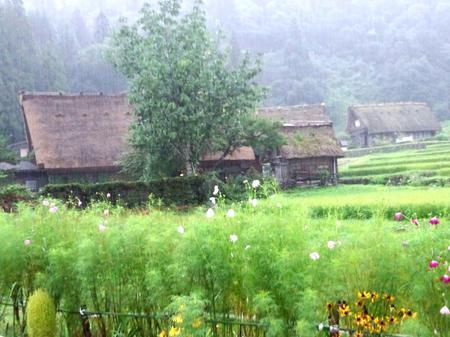 大自然に囲まれた白川郷~雨にも強い ④