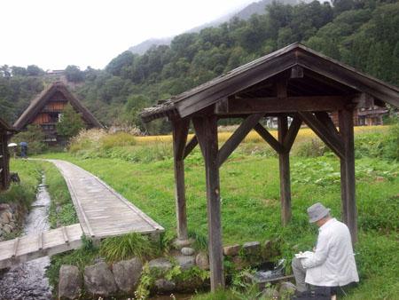 秋の陽を浴びた稲架~合掌造りの家が一体となって白川郷ならではの風景を演出~③