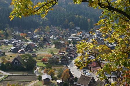 紅葉を眺めながら~ゆったりと散策を楽しもう~世界遺産 白川郷合掌集落 ③