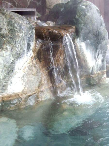 源泉かけ流し天然温泉  寒い日は温泉でポカポカ