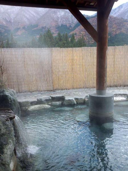 露天風呂 ~冬は雪見~