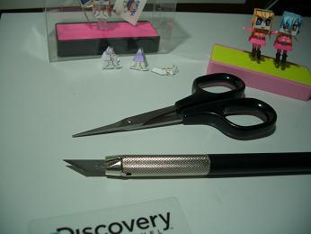 子ハサミとデザインナイフ