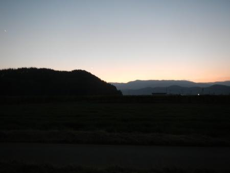大豆畑の耕起作業 (2)