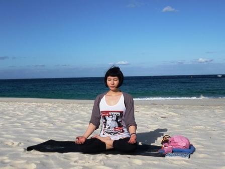 beach yoga YOSHIDA-SENSEI ②