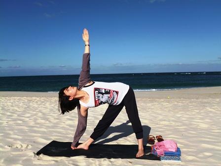 beach yoga YOSHIDA-SENSEI