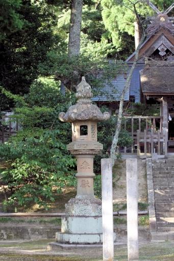 内神社の灯籠
