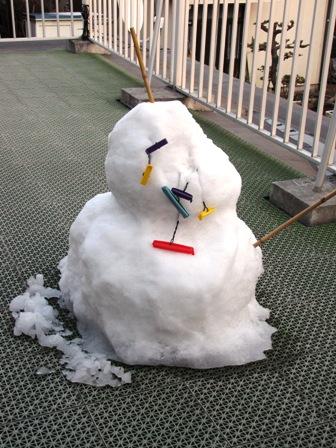 融けた雪だるま