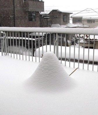 小山になった雪だるま