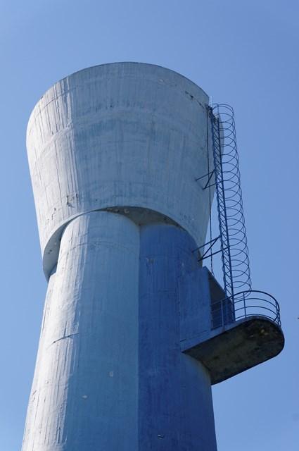 都公社祖師谷住宅給水塔の頭頂部