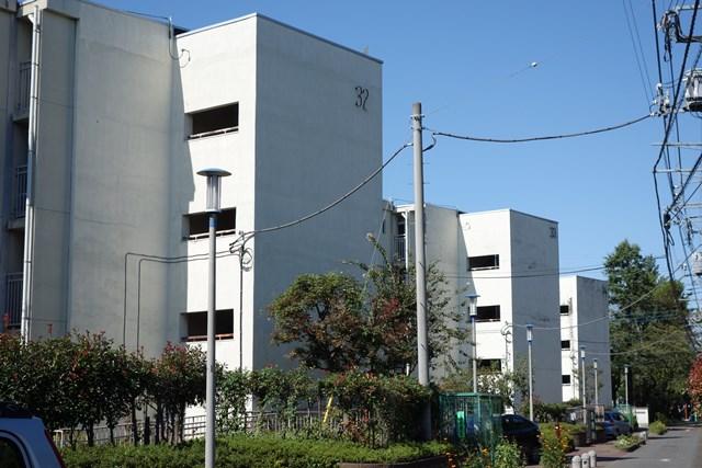 東京都営仙川アパート片廊下型住棟の階段室