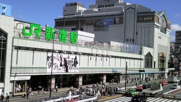新宿南口サザンテラス 02
