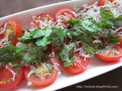 トマトとじゃこのサラダ