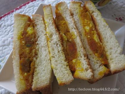 カボチャとチーズとゆで卵マヨがサンドされてます