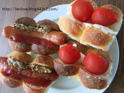 ミニミニホットドックとクリチとトマトのサンド