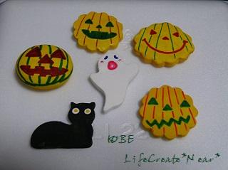 紙粘土をクッキー型で抜きました