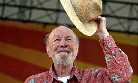 Pete-Seeger-on-stage-rais-008.jpg