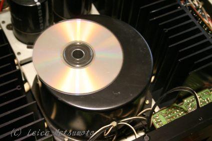 CDの直径よりも大きなトロイダルトランスを搭載