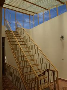 1-2ユニークな中庭階段