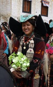 2-3ラマユル・民族衣装の女性