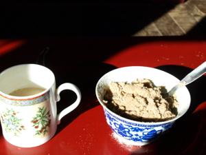 3-12ヌプラ・デスキットゴンパで出されたツァンパとバター茶