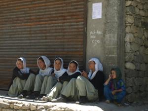 3-14ヌプラ・トゥルトゥクへの道・少女たち
