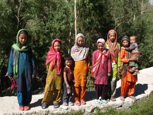 3-18ヌプラ・トゥルトゥクの少女たち