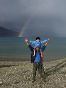4-5パンゴン湖・初日に虹
