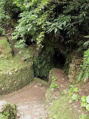 中城城址の大井戸