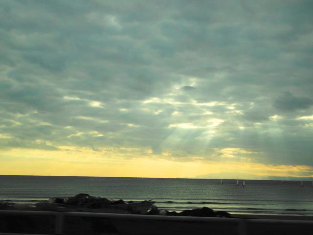 曇り空逗子海岸