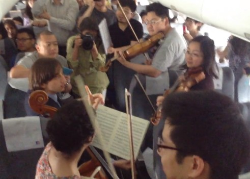 Philadelphia Orchestra musicians perform on flight waiting on Beijing tarmac