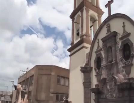 Meteor streaks across sky in San Luis Potosi Mexico