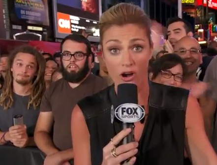 Erin Andrews victim of EPIC photobomb on FOX NFL Sunday