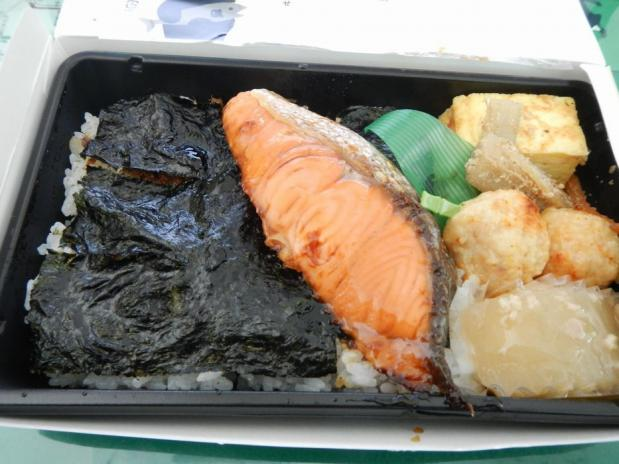 鮭照り焼き弁当 (2)