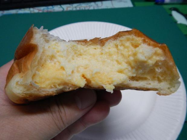 パン・ピジョン クリームパン (2)
