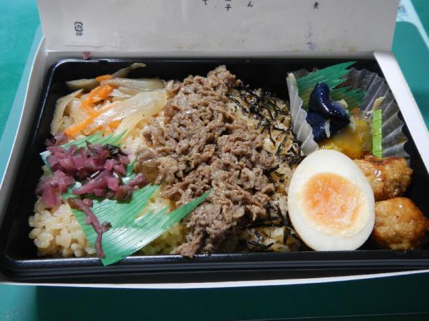 牛肉うんまか弁当 (3)