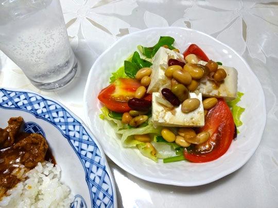 ハッシュドビーフと豆サラダ
