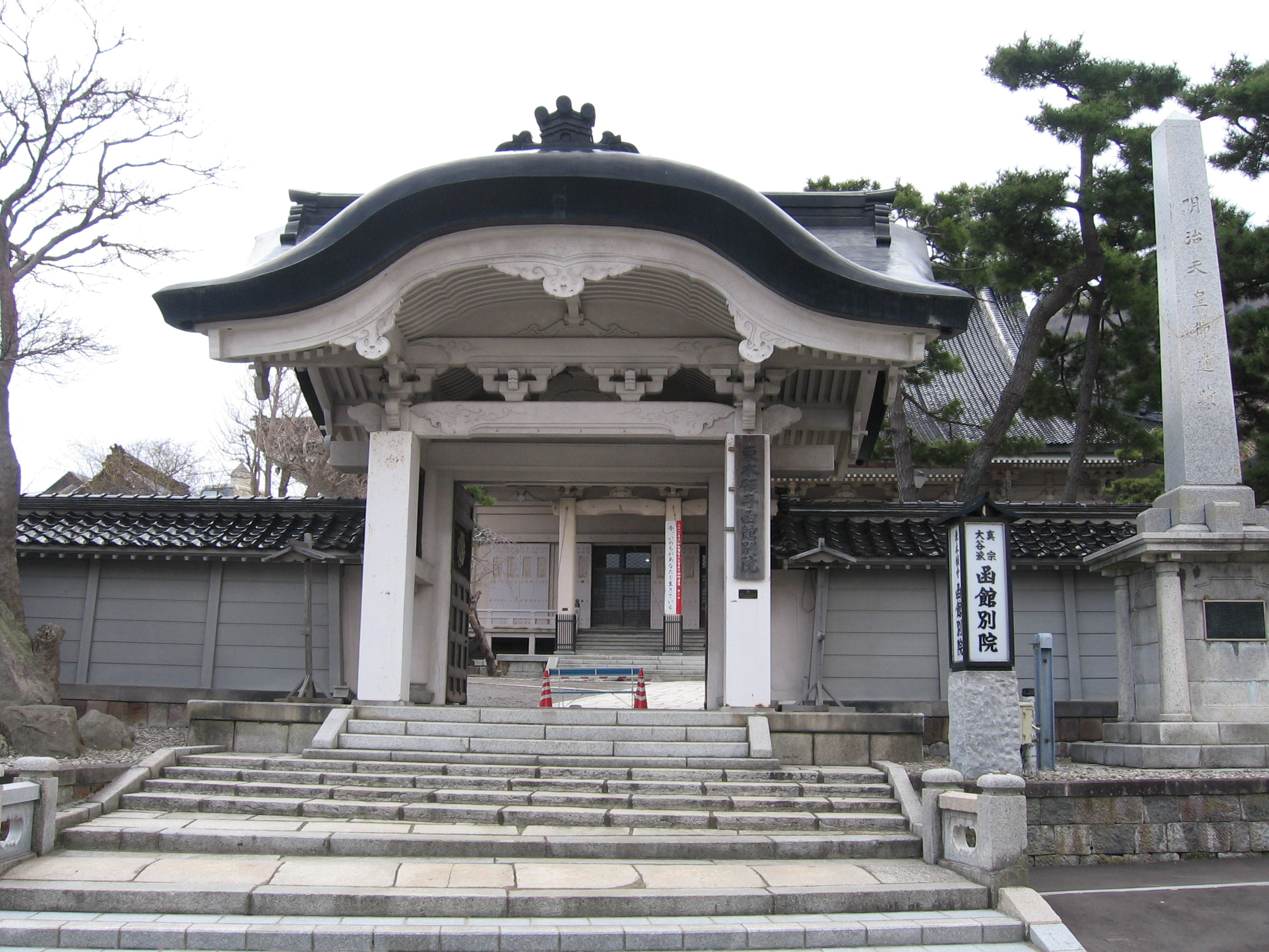 a7北海道東本願寺別院正門
