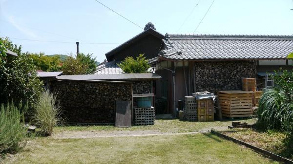 薪小屋林立