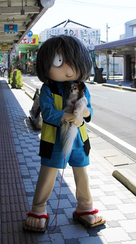鬼太郎さんに抱っこ