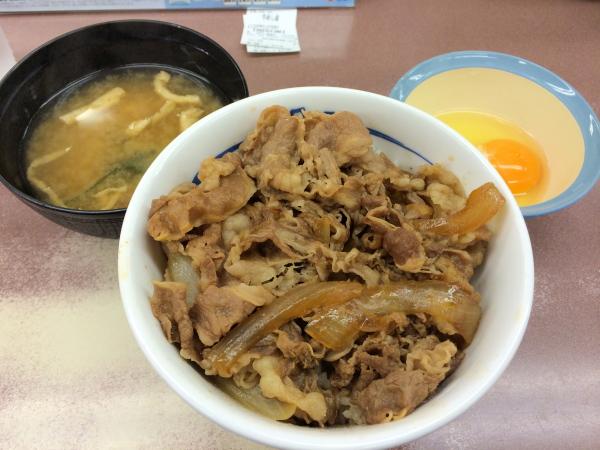 牛めし・汁だく+生玉子