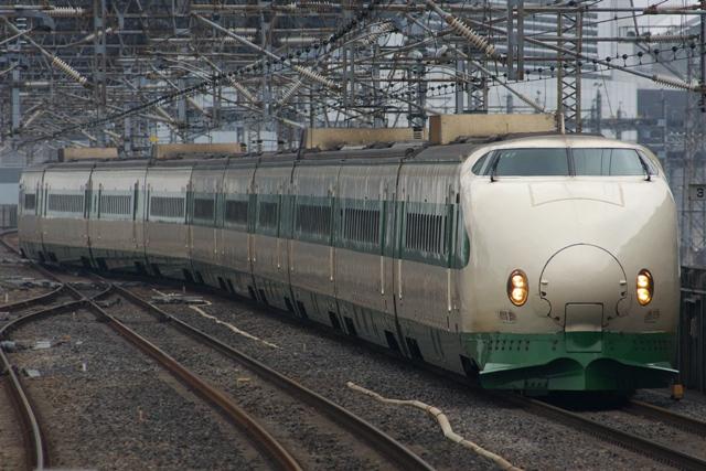 130330-JR-E-200-genshoku-4!.jpg