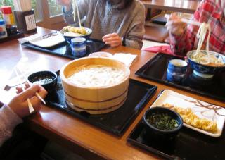 よせばいいのに、かしわの天ぷらも・・。