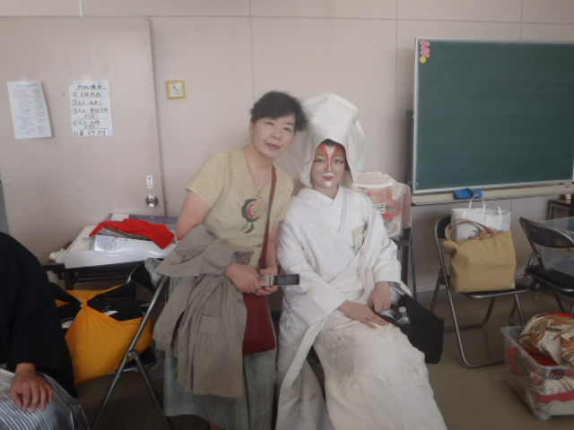 花嫁と実の母、白無垢です