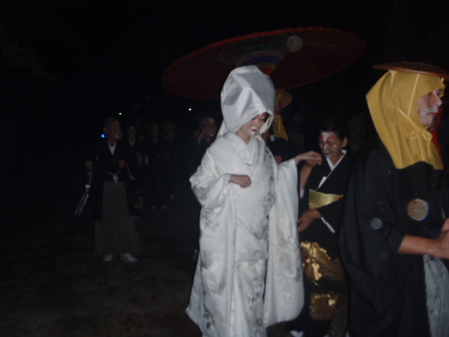 輿入れ行列 花嫁