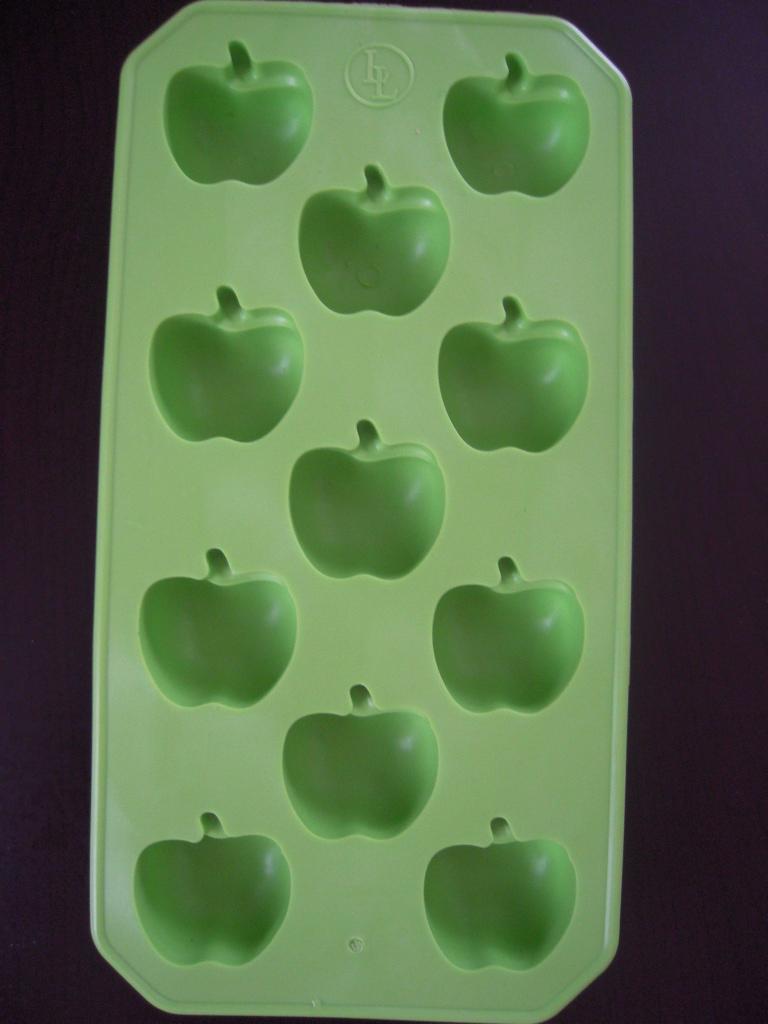 キャンドゥ☆ アップル型アイスキューブトレー☆1